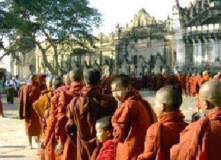 アーナンダ寺院の祭り