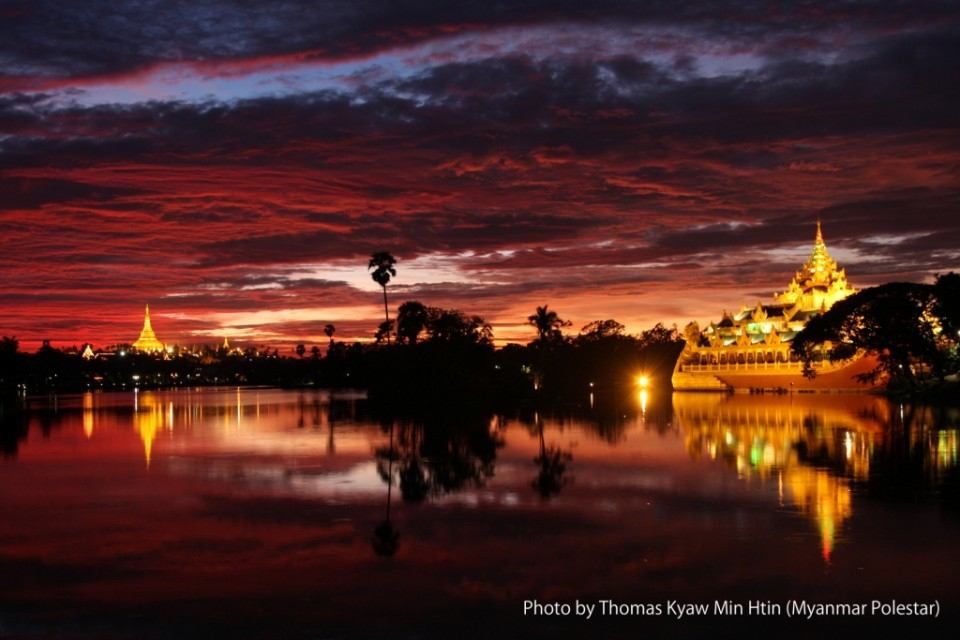 カンドージ湖から夕陽