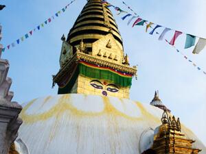 チベット仏教の聖地で牧野さんの話を聞く