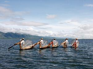 インレー湖 シャン高原の水上都市