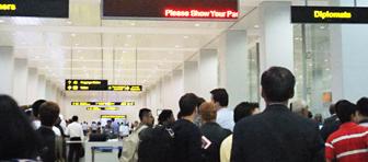 ヤンゴン空港の出入国