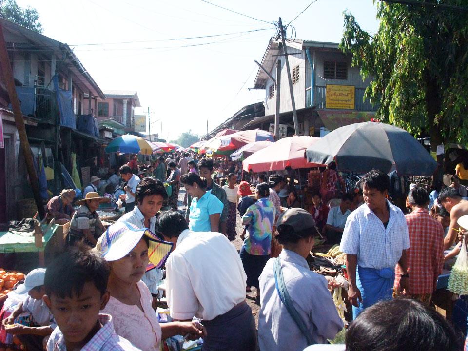 ヤンゴン郊外市民市場