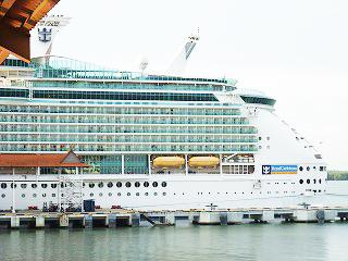 国境のない船の上でアジアのリーダーが未来を語る! - 静岡発!企画旅行立案の株式会社レイライン