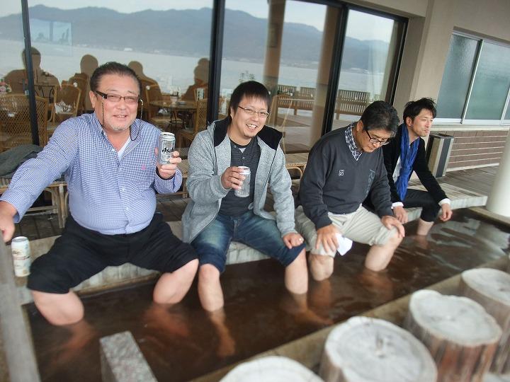 朝は旅館の足湯でスタートビールが旨い!