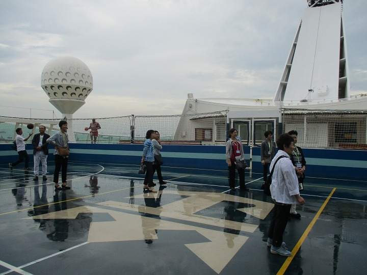 雨上がりの甲板・バスケット