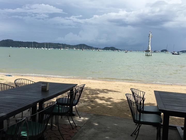 昼食はこのビーチで