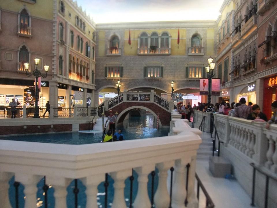 ベネチアホテル、内部にはこんな水路が・・・・